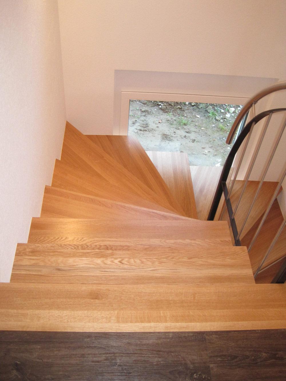 treppe holz auf beton